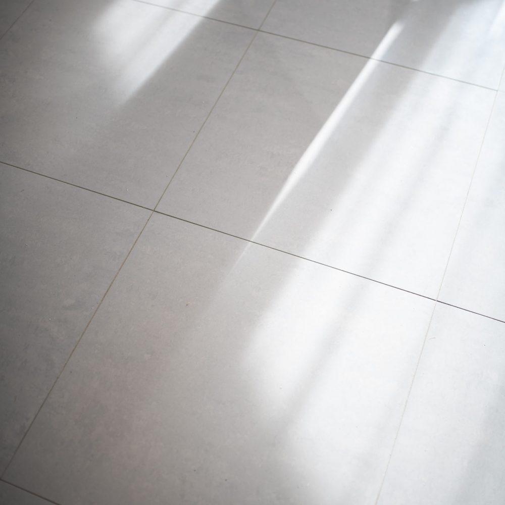 carrelage-maison-escalier-beton-cire-thonon-haute-savoie