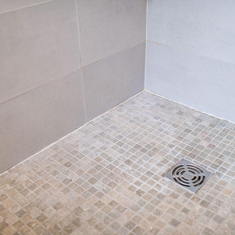 mosaïque-et faïence-douche-salle-de-bains-haute-savoie